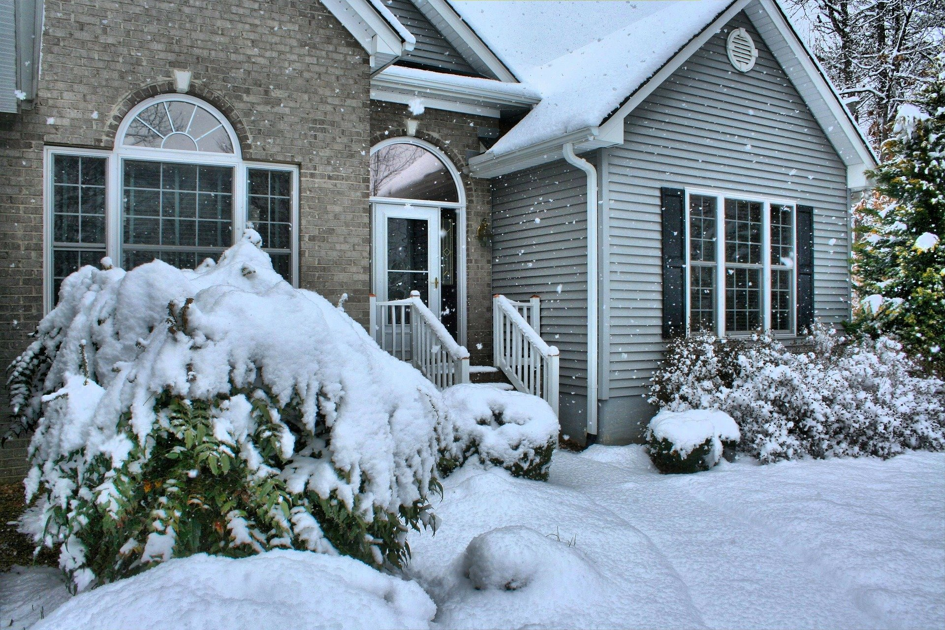 Spot Signs of Roof Damage During Winter
